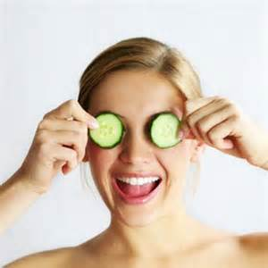 HN - cucumbers on eyes